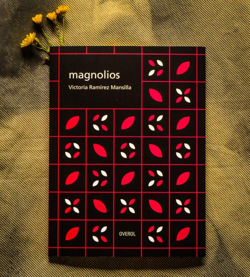 """Bajar a pueblo: una breve reseña de """"magnolios"""" de Victoria Ramírez Mansilla"""